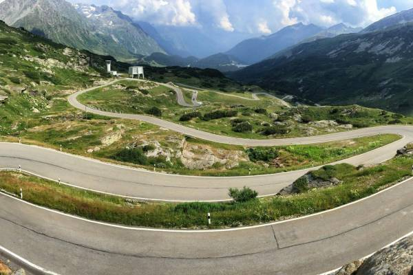 11.-San-Bernardino-Pass-Switzerland-600x400
